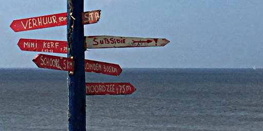 Wegweiser am Nordseestrand