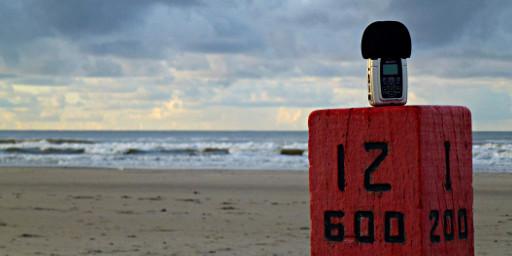 Podcastaufnahmegerät am Strand von Ameland